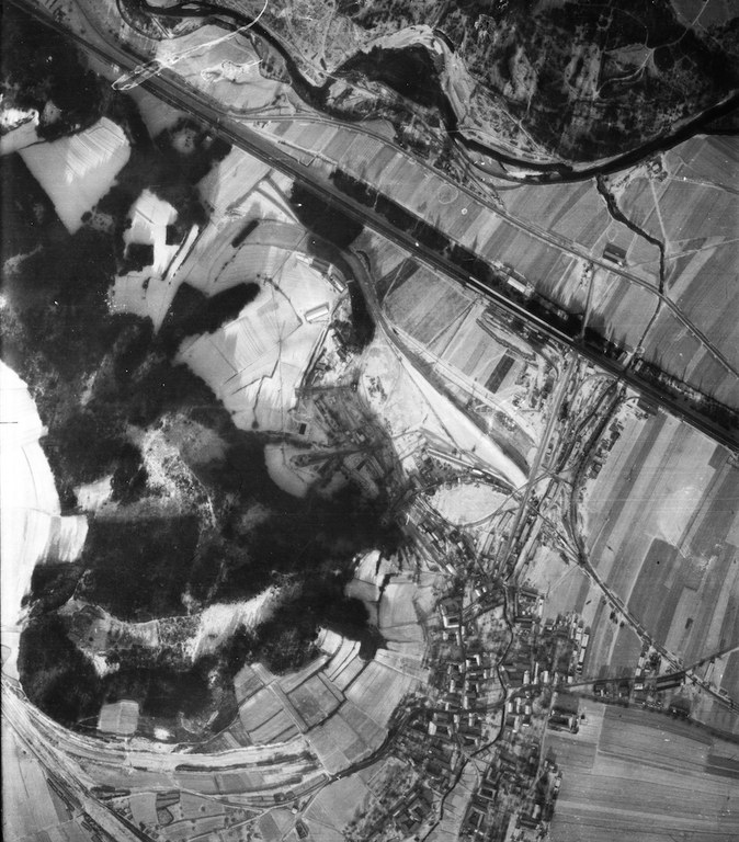 This detail of an air photograph shows the tunnel construction site near Wachberg hill in Roggendorf. Source: Luftbilddatenbank Dr. Carls GmbH, 26th December 1944